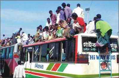 Day labourers from Monga affected areas scramble on roofs of buses